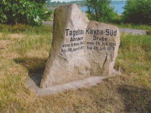 """Gedenkstein zur Bergbaugeschichte des Tagebaues """"Kayna-Süd"""" am Aussichtspunkt """"Michel-Vesta"""", Seestraße in Großkayna"""