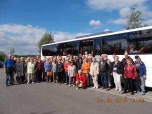 Unser Vorsitzender, Herr Reinhard Hirsch, begleitet eine 66-köpfige Reisegruppe zum Aussichtspunkt in Mücheln/Stöbnitz