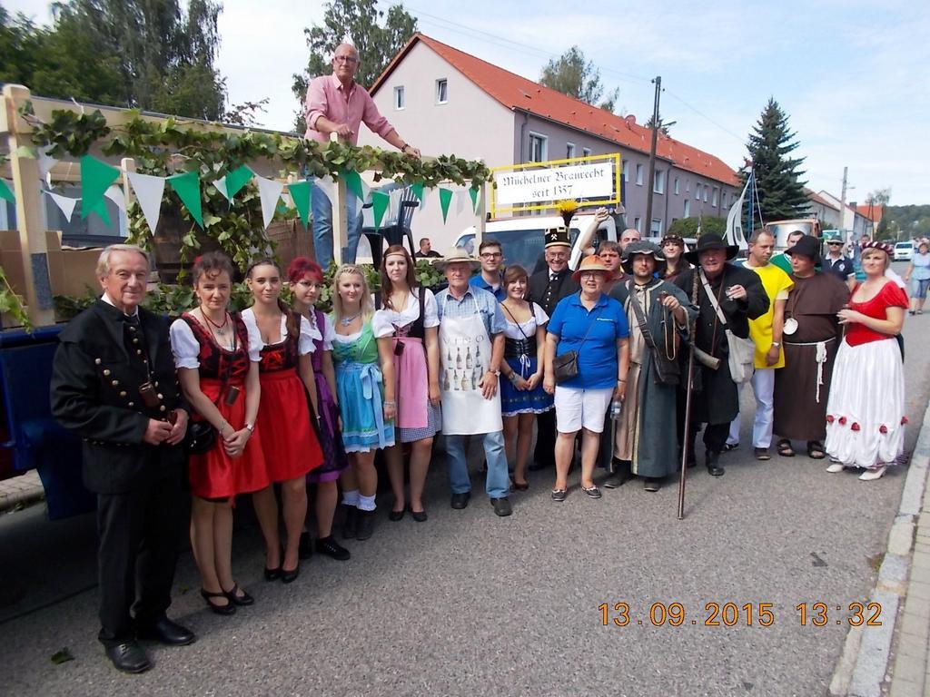 Die IFV-Mannschaft und Repräsentanten der Stadt Mücheln
