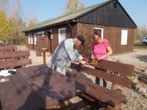 Arbeiten im Außenbereich der Schutzhütte