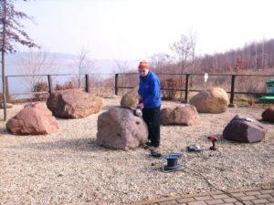 Herr Rockrohr - Arbeiten am Geschiebegarten