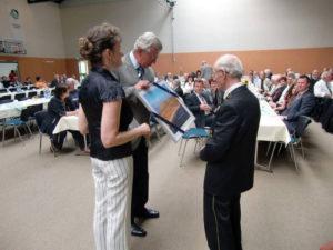 IFV gratuliert (links - Frau Stadler und Herr Hirsch)