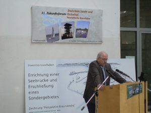 Schirmherr Dr. Horst Schnellhardt (Mitglied des Europäischen Parlaments) bei der Eröffnungsansprache