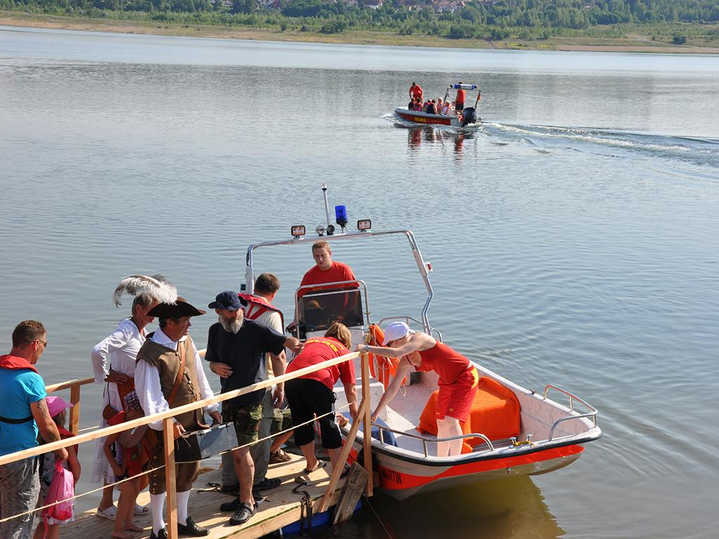 Erste Boote stachen in See und die Galeere legte ab
