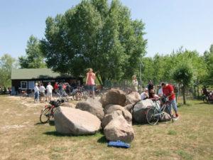 Himmelfahrt 2011 - mit Kind und Kegel an der Schutzhütte