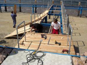 Laufbohlen werden montiert 07.06.2010