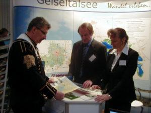 Standbetreuung: Frau Erdmann und Herr Patzelt; Frau Stadler und Herr Mall.