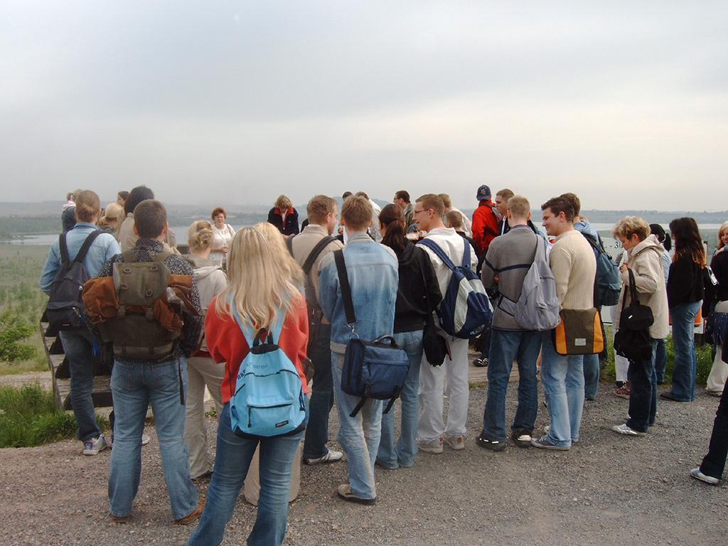 Schüler des Landsberger Gymnasiums im Geiseltal