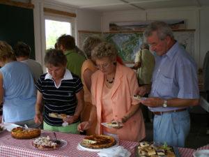 Für das leibliche Wohl hatten u. a. unsere Mitgliederfrauen mit einem Kuchenbüfett in der Wetterschutzhütte bestens gesorgt.