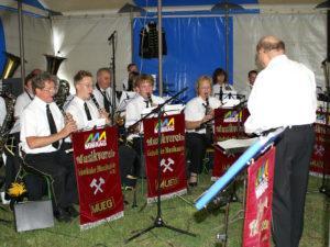 Die Geiseltaler Bergmannskapelle unterhielt mit einem zweistündigen Platzkonzert.